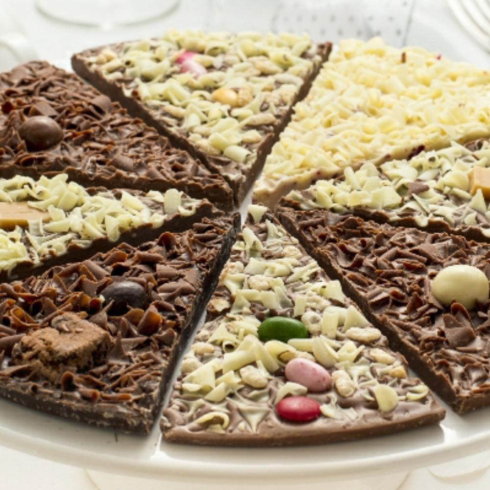 Six different flavours in one delicious pizza. Perfect for your guests to enjoy.