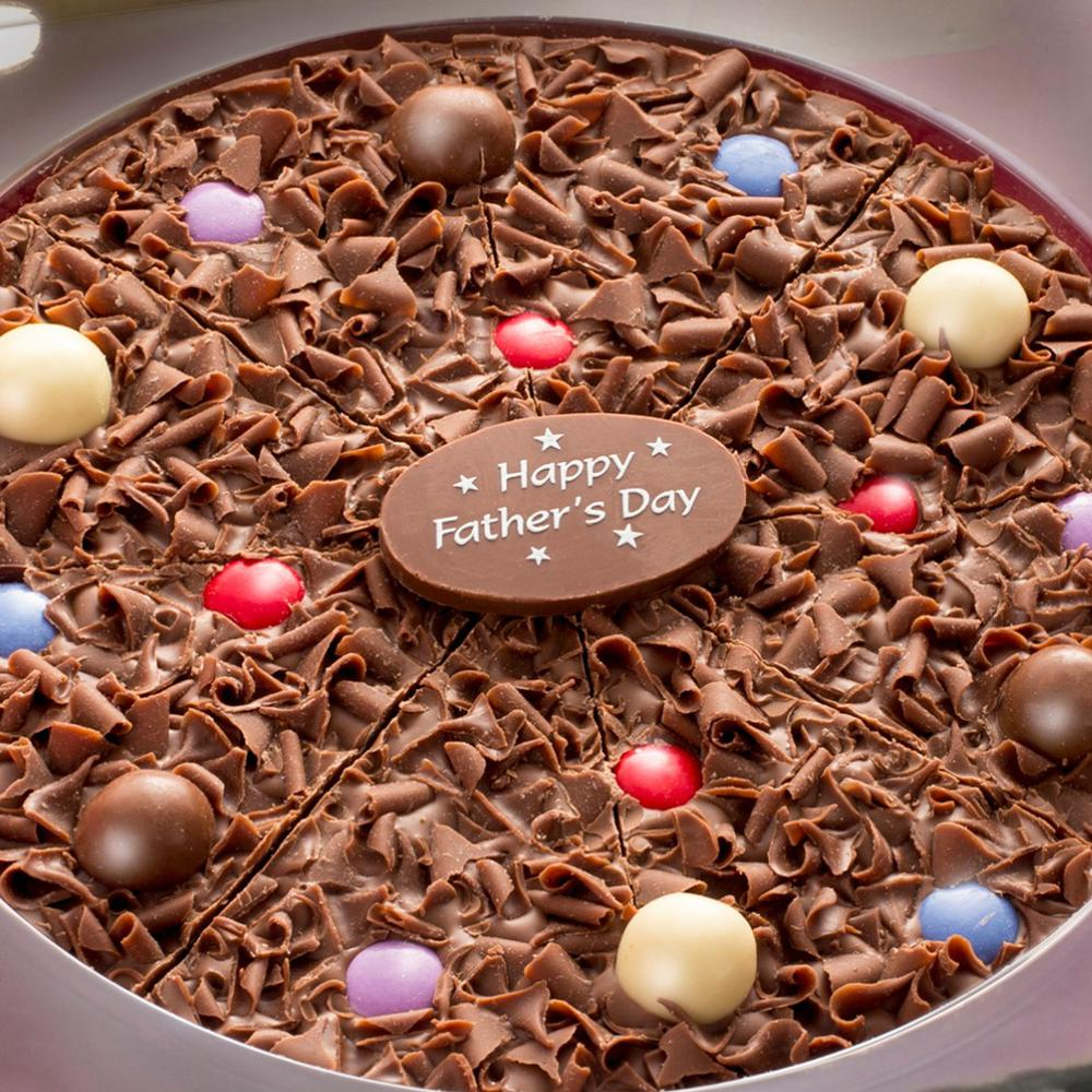 A central milk chocolate plaque reads Happy Father's Day